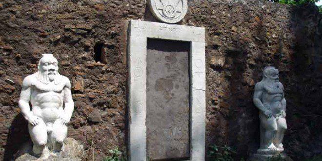 La porta magica di roma - Porta magica piazza vittorio ...